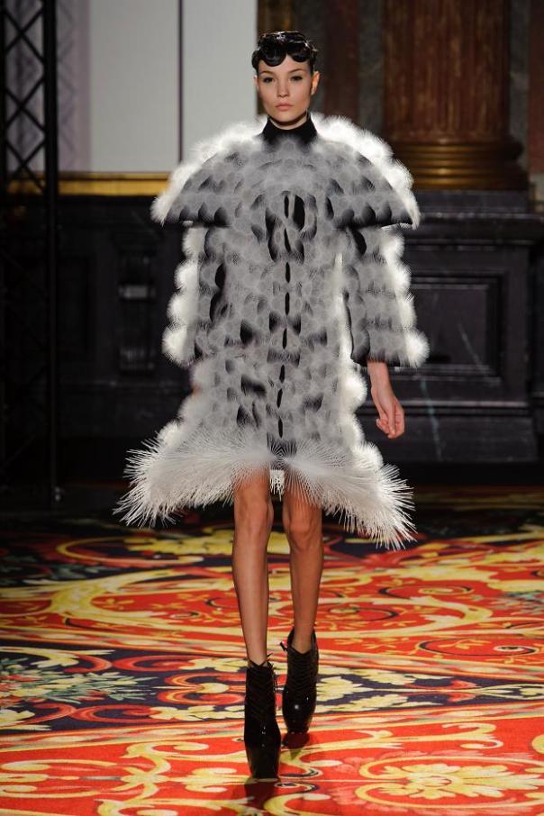 iris-van-herpen-haute-couture-spring-2013-pfw5