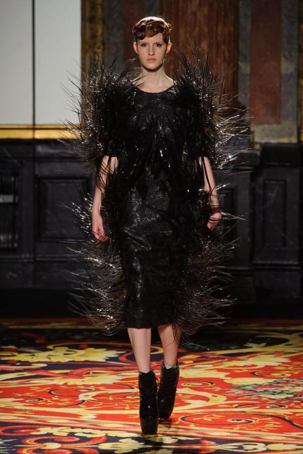 iris-van-herpen-haute-couture-spring-2013-pfw7